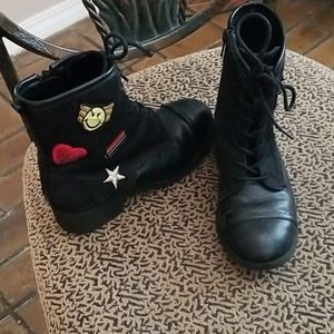 Girls size 1 boots with patches and side zipper